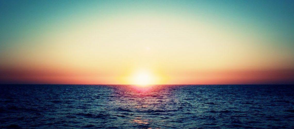 far_sunset_in_te_ocean_horizon-wide