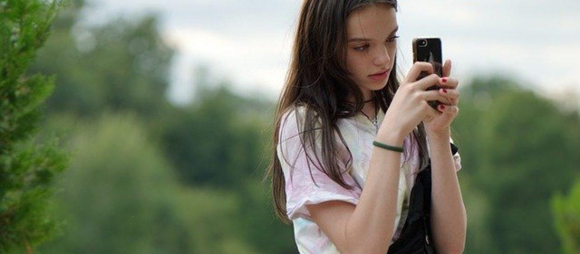 girl-5425872_640